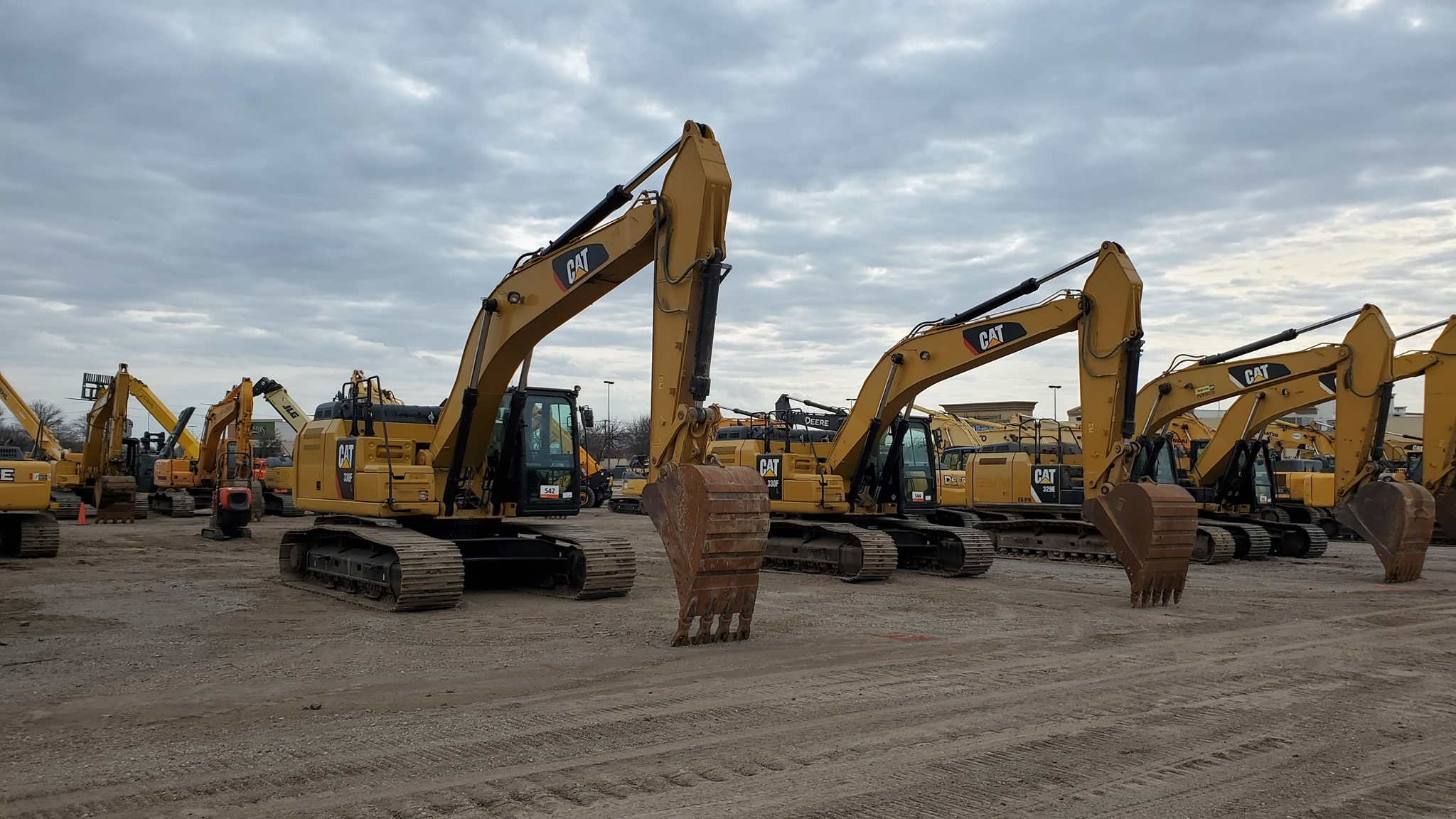 Heavy equipment and trucks for sale at Ritchie Bros.